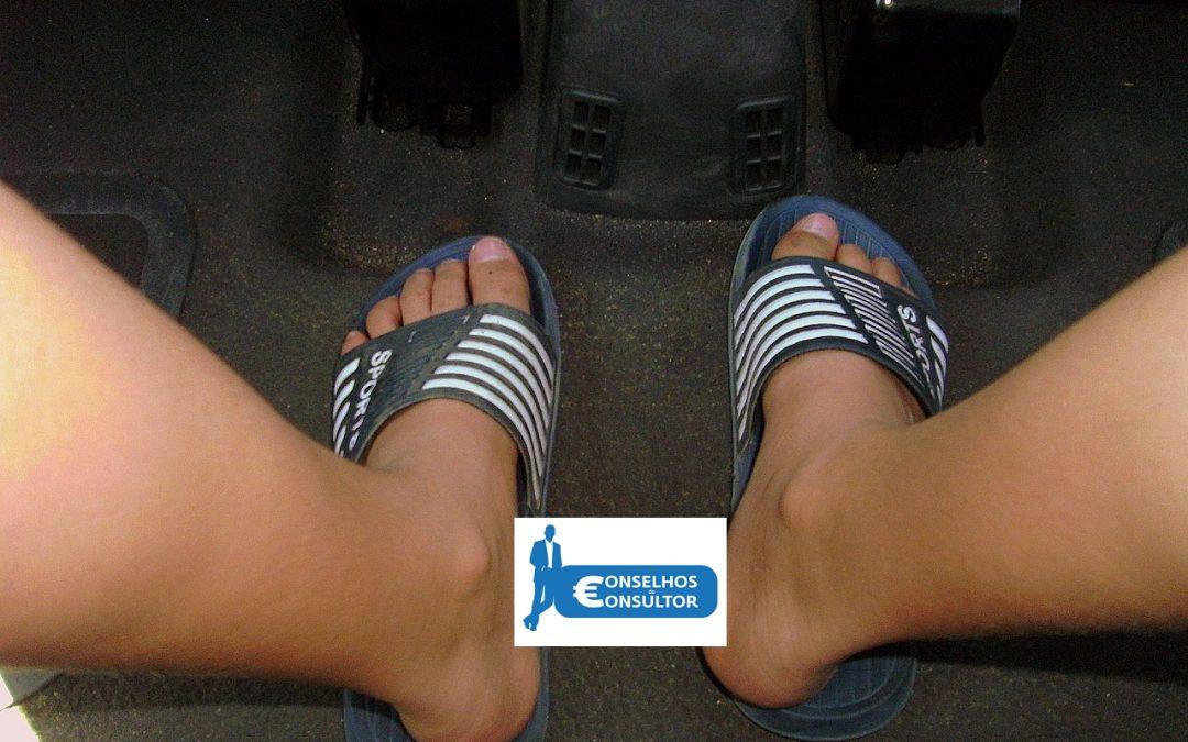 Conduzir de chinelos, dá direito a multa?